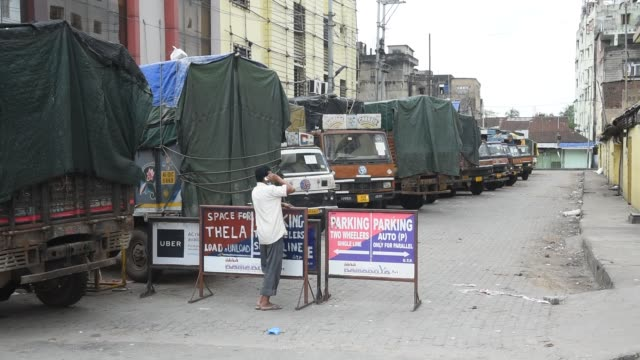 vídeos de stock, filmes e b-roll de july 2020. trucks are parked on a road of fancy bazar, during the total lockdown imposed by the assam government to curb the spread of the novel... - câmara parada