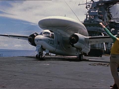 july 6, 1966 vietnam war e-1b launching from uss intrepid for mission over north vietnam - menschliche gliedmaßen stock-videos und b-roll-filmmaterial