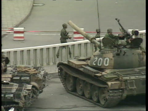 vídeos de stock, filmes e b-roll de july 6, 1989 soldiers in tanks as a response to tiananmen square protests/ soldiers crouching behind wall/ soldiers running on road/ tanks lined up... - 1980 1989