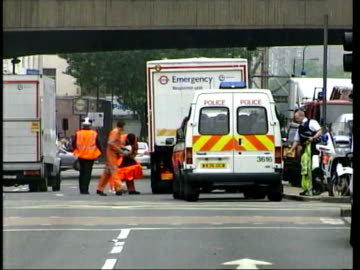 vidéos et rushes de july 7, 2005 police van and cordon tape on edgeware road following terrorist bomb blasts/ police and emergency vehicles/ police and motorcycles/... - 2005
