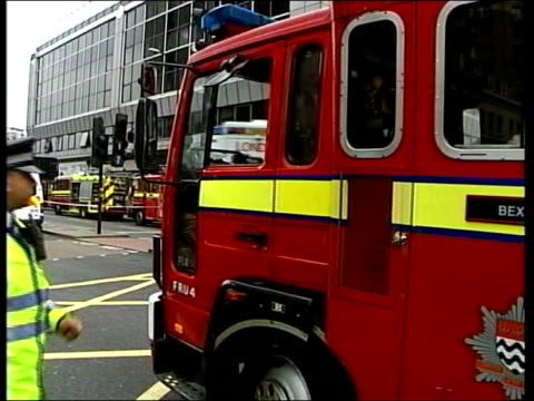 july 7th london bomb attacks: 999 phone call played at inquiry; tx 7.7.2005 ext fire engines, ambulances and buses along in aftermath of 7/7 bombings - bombardamento video stock e b–roll