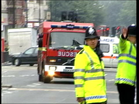 999 phone call played at inquiry tx england london ext emergency services vehicles along streets in aftermath of july 7th london suicide bombings... - anweisungen geben stock-videos und b-roll-filmmaterial