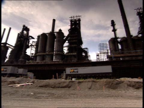 july 9 2001 pan exterior building at bethlehem steel corporation / bethlehem pennsylvania united states - ペンシルベニア州点の映像素材/bロール