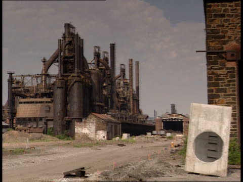 july 9 2001 pan exterior of buildings at bethlehem steel corporation / bethlehem pennsylvania united states - ペンシルベニア州点の映像素材/bロール
