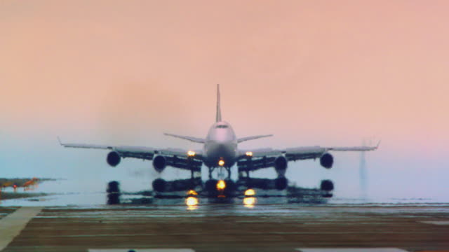 jumbo jet (air new zealand) lands in early morning fog at san francisco international airport, extreme telephoto perspective - san francisco international airport stock videos & royalty-free footage