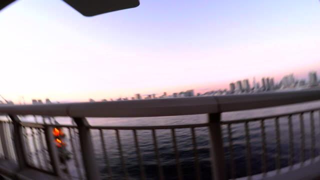 jump into the sea at dusk -4K-