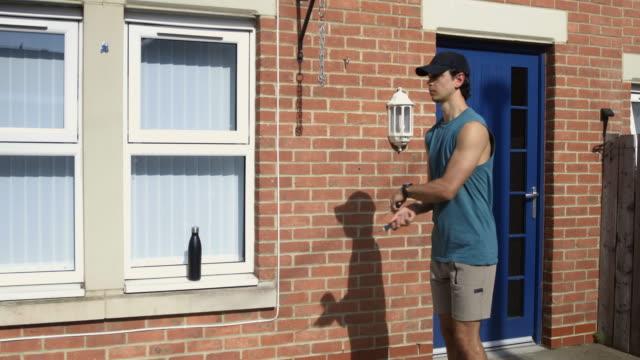 vídeos de stock e filmes b-roll de jump rope in isolation - corda de saltar