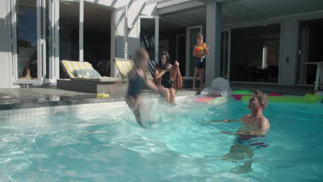 jumping into swimming pool - 45 49 år bildbanksvideor och videomaterial från bakom kulisserna