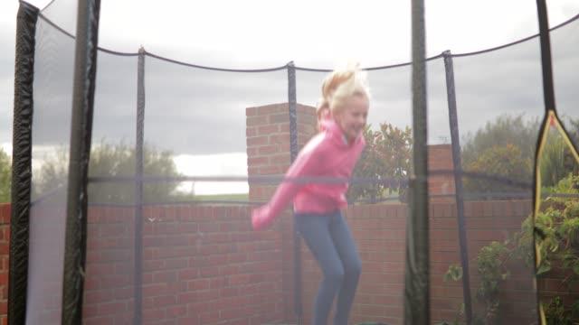 stockvideo's en b-roll-footage met springen op de trampoline - trampoline