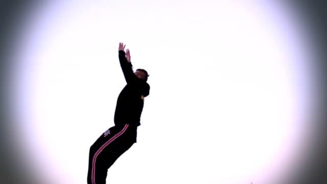 stockvideo's en b-roll-footage met jumping young man on clear bg - acrobaat