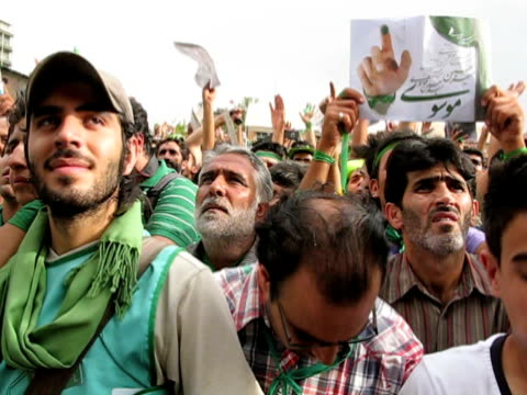 9 jun 2009 ms pan large group of men dressed in green demonstrating on street / teheran iran / audio - baseballmütze stock-videos und b-roll-filmmaterial