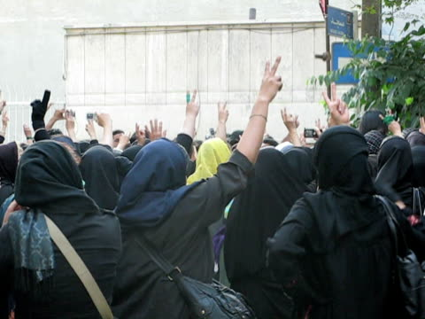 28 Jun 2009 MS Large group of women making peace signs standing on city square / Teheran Iran / AUDIO