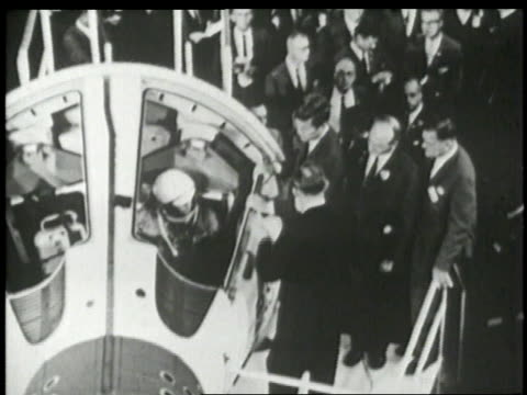 vídeos de stock e filmes b-roll de june 1 1961 montage john f kennedy talks with aerospace officials near space equipment - 1961