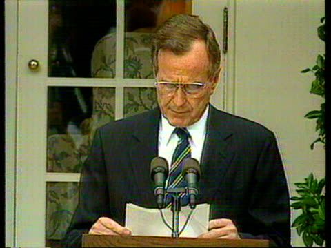 vídeos de stock e filmes b-roll de june 16, 1992 president george h.w. bush speaking at summit about the agreement between the us and russia to reduce their stocks of strategic nuclear... - 1992