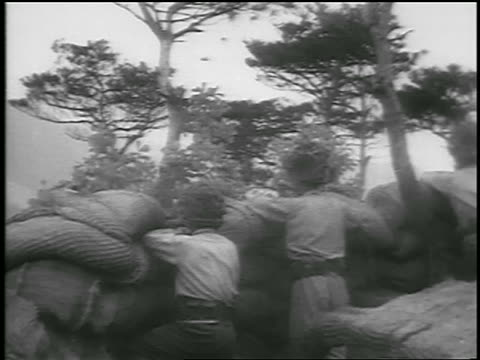 stockvideo's en b-roll-footage met b/w june 1950 pan rear view two soldiers in foxhole mountains / start of korean war / newsreel - koreaanse oorlog