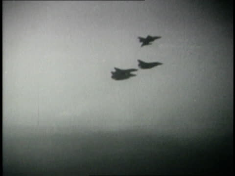june 1967 montage combat footage israeli planes bombing egyptian air base targets / egypt - sechstagekrieg stock-videos und b-roll-filmmaterial