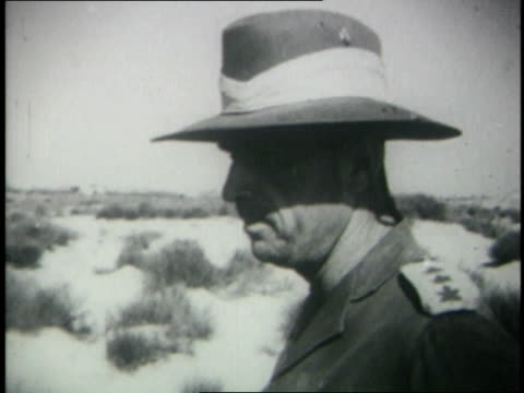 June 1967 MONTAGE Israeli general giving briefing to his troops before battle / Egypt