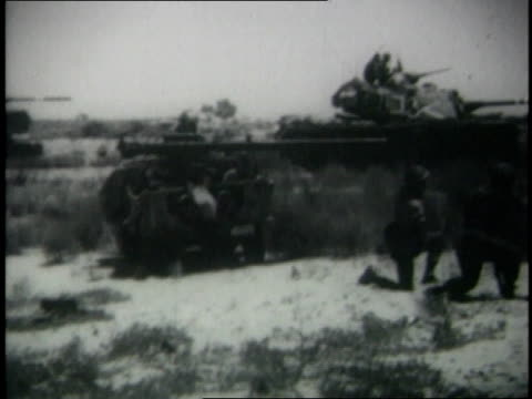 june 1967 montage israeli soldiers firing mortars and advancing on halftracks / egypt - 迫撃砲点の映像素材/bロール