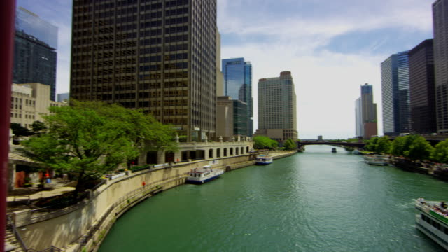 june 2015 chicago: river view on a steady cam ronin - red dragon - chicago river stock videos & royalty-free footage