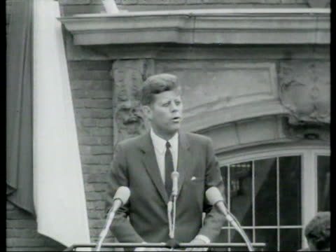 vídeos de stock e filmes b-roll de june 23, 1963 john f. kennedy giving speech/ cologne, germany/ audio - só um homem maduro