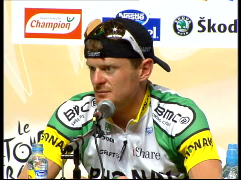 june 27 2006 tour de france winner floyd landis speaking to press about doping/ paris france/ audio - ゴーティー点の映像素材/bロール
