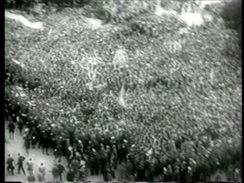 b/w june 4 1946 high angle wide shot huge crowd in streets celebrating inauguration of juan peron / buenos aires - 1946年点の映像素材/bロール