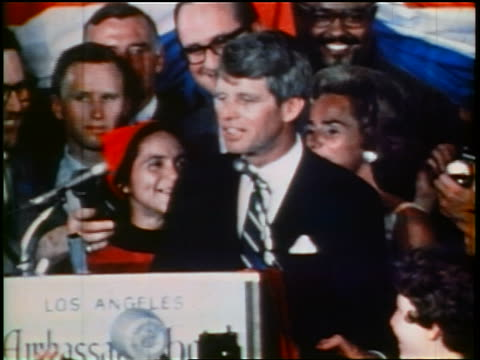 june 5 1968 zoom out robert kennedy making speech to crowd at rally / gives thumbs up victory sign / low angle - 1968年点の映像素材/bロール