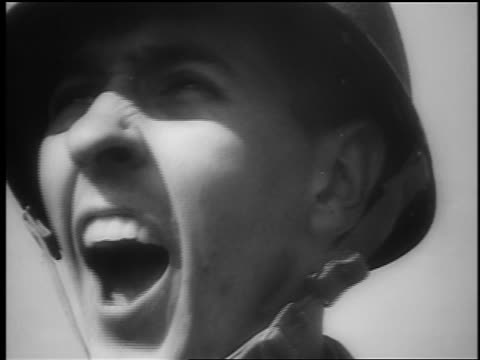 b/w june 6 1944 close up face of soldier in helmet shouting fire / dday / documentary - nur männer über 30 stock-videos und b-roll-filmmaterial