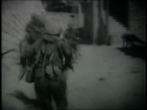 june 6 1967 montage israeli soldiers running through streets of qalqilya / west bank - sechstagekrieg stock-videos und b-roll-filmmaterial