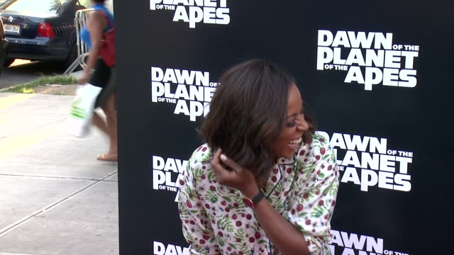 vidéos et rushes de june ambrose at dawn of the planet of the apes screening at williamsburg cinemas on july 08, 2014 in new york city. - projection de films