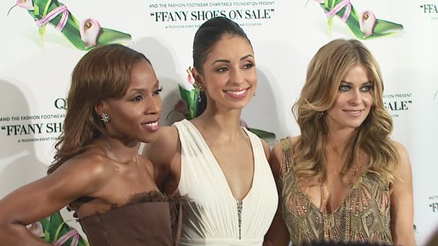 june ambrose, mya, and carmen electra at the 2006 qvc presents the 'ffany shoes on sale' to benefit breast cancer at the waldorf astoria in new york,... - 歌手 マイア点の映像素材/bロール