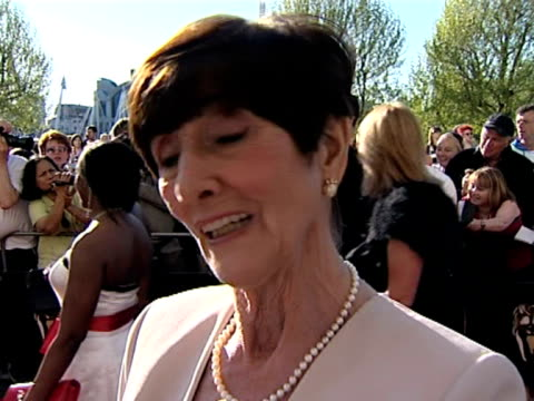 stockvideo's en b-roll-footage met june brown on being nervous this evening; on having been in eastenders for so many years; on her favourite storyline; on filming the january 2008... - soapserie