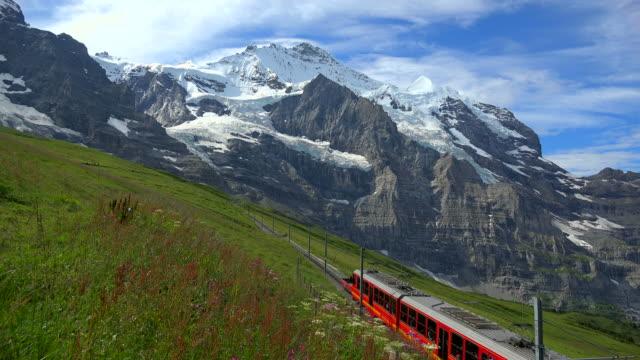 stockvideo's en b-roll-footage met jungfraubahn railway at kleine scheidegg and jungfrau, grindelwald, bernese alps, switzerland - watervorm