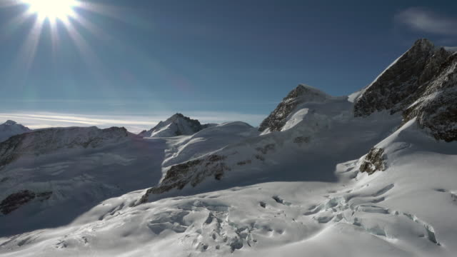 stockvideo's en b-roll-footage met jungfraujoch mountain range of jungfrau - stilstaande camera