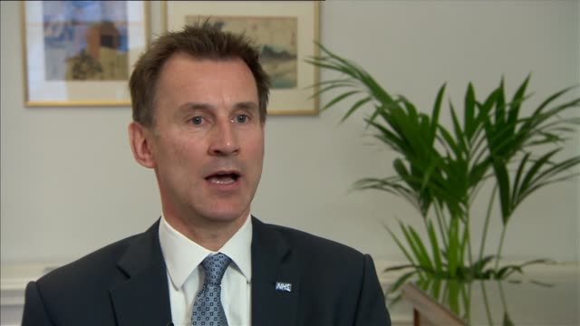 junior doctors' strike jeremy hunt interview england london int jeremy hunt mp interview sot thanks nhs staff who are working / this is a completely... - 政治家 ジェレミー ハント点の映像素材/bロール