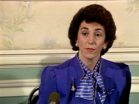 junior health minister, edwina currie defends her statements regarding the risk of salmonella in british eggs during a press conference. 1988. - salmonella video stock e b–roll