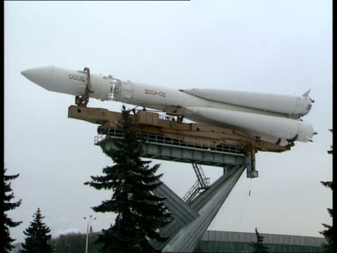 stockvideo's en b-roll-footage met candidates tested; moscow park of economic achievements: ext full size russian rocket on plinth as monument. var zooms into rocket. int space suit... - var