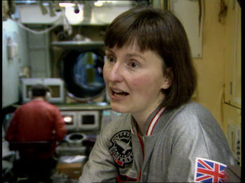 juno mission helen sharman interview int/mir space station mockup soviet union ms helen sharman through hatch and moscow climbing inside star city... - mir space station stock-videos und b-roll-filmmaterial