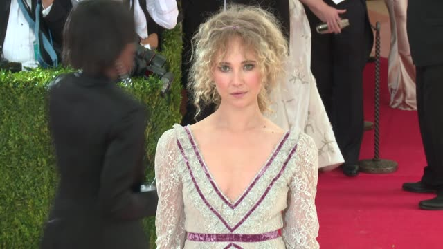 juno temple and erdem moralioglu at manus x machina fashion in an age of technology costume institute benefit gala arrivals at metropolitan museum of... - manus x machina: fashion in an age of technology stock videos and b-roll footage