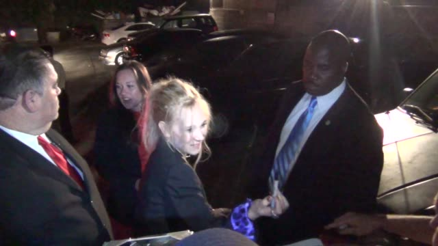 juno temple greets fans outside the lovelace premiere at the egyptian theatre in hollywood 08/05/13 juno temple greets fans outside the lovelace... - grauman's egyptian theatre stock videos & royalty-free footage
