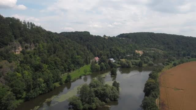 stockvideo's en b-roll-footage met luchtfoto jura landschap in noord-beieren (4k/uhd) - jura mesozoïcum