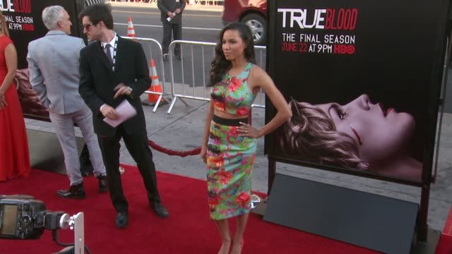 vídeos y material grabado en eventos de stock de jurnee smollett at true blood seventh and final season premiere at tcl chinese 6 theatres on june 17 2014 in hollywood california - mann theaters