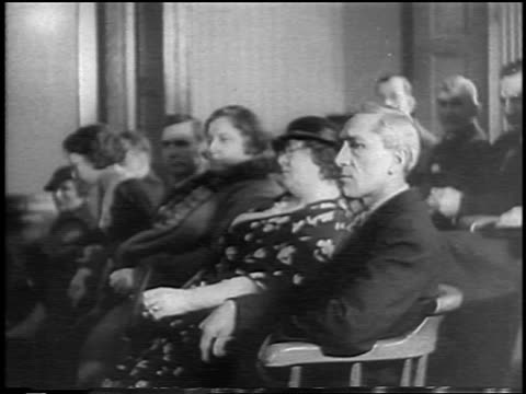 vidéos et rushes de b/w 1935 jurors sitting at lindbergh baby kidnapping trial / flemington nj / newsreel - 1935