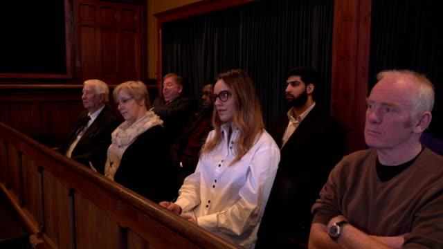 vídeos y material grabado en eventos de stock de 4k dolly: jurado en un juicio - jurado derecho