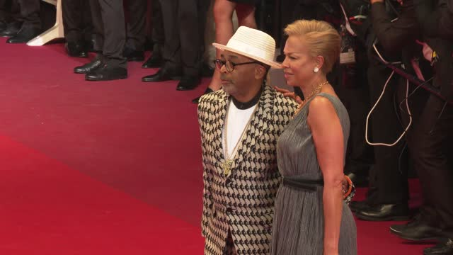 """vídeos de stock, filmes e b-roll de jury president spike lee and tonya lewis lee attend the """"flag day"""" screening during the 74th annual cannes film festival on july 10, 2021 in cannes,... - cannes"""