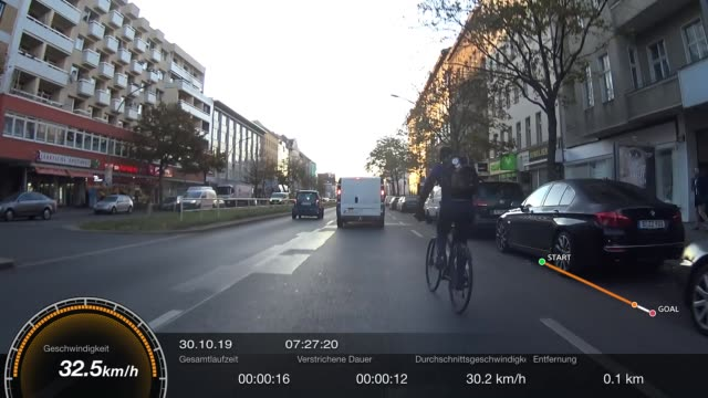 just another sad example of everyday-cycling in berlin. even if there was a third lane it wouldn't help!if you want to be informed, you will surely... - weitere themen stock-videos und b-roll-filmmaterial