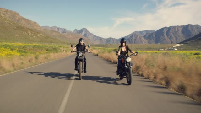 stockvideo's en b-roll-footage met gewoon cruisin ' - valhelm