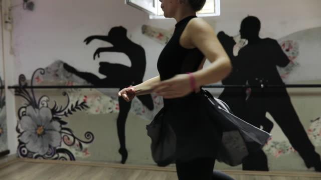 vídeos de stock, filmes e b-roll de apenas dance - cabelo verde