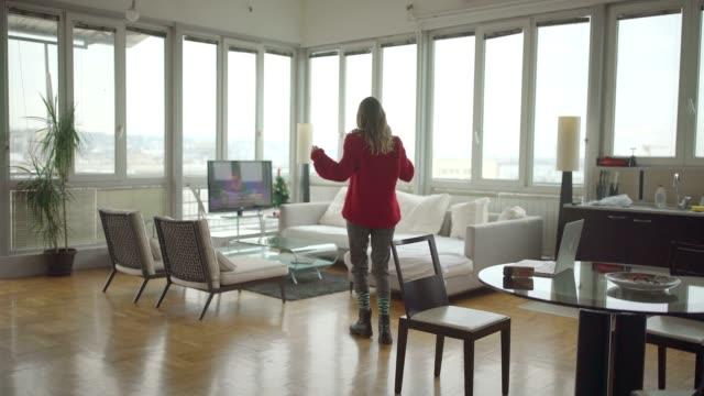 vidéos et rushes de viens danser - living room