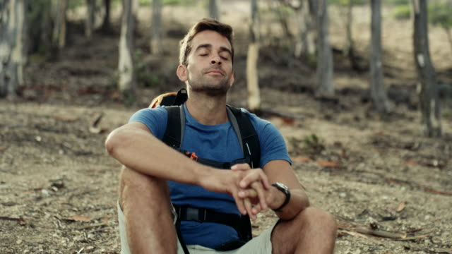 vídeos de stock e filmes b-roll de i just love the smell of clean air - liberdade